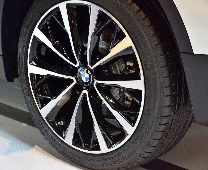 auto-tires-2615412_960_720