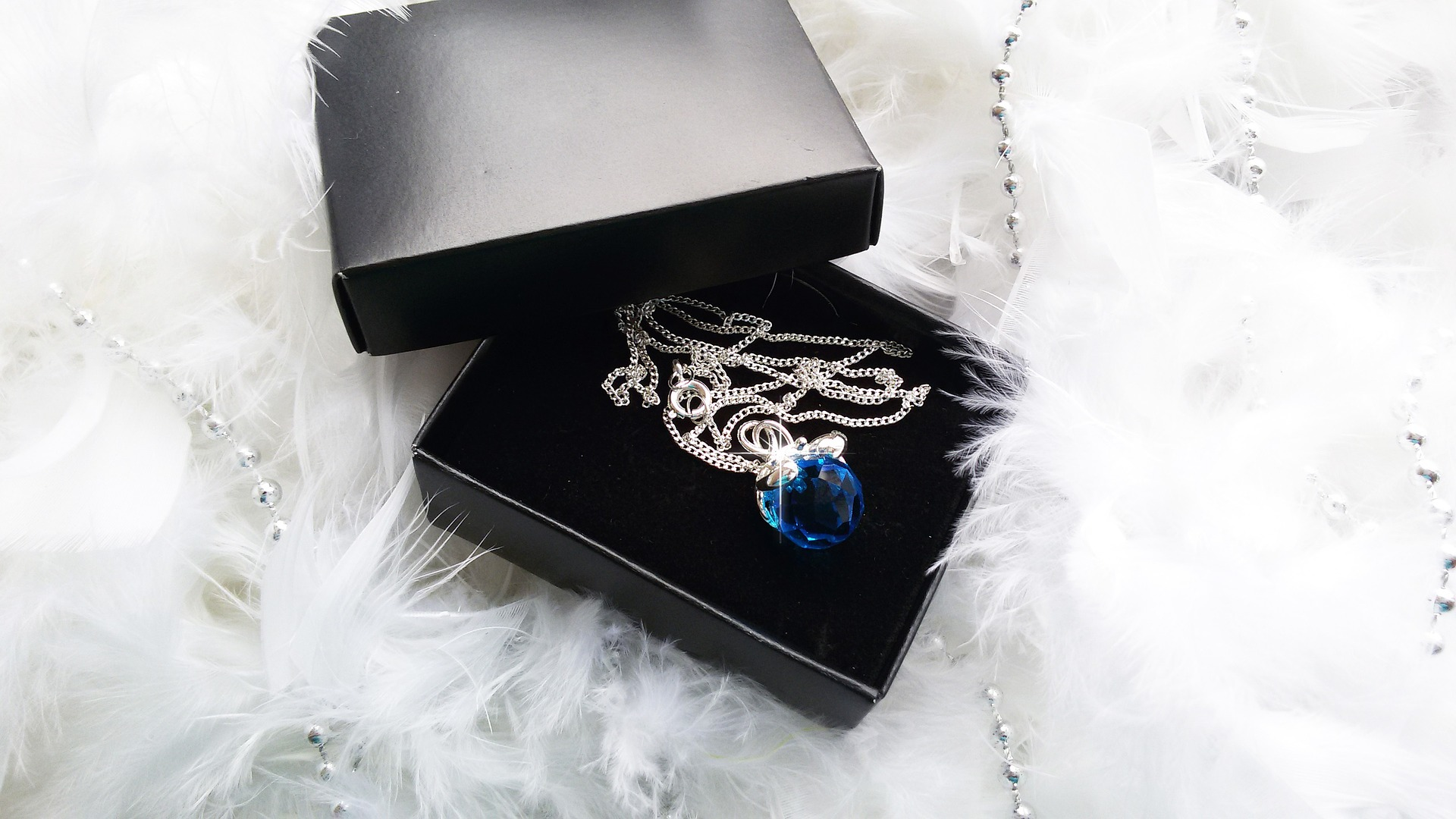 jewelry-733665_1920